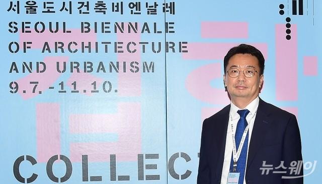 [NW포토]'서울도시건축비엔날레'말하는 최원석 서울시 도시공간개선 반장