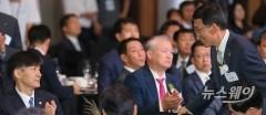 조국-은성수 신임 장관의 첫 외부행사 '전자증권제도 기념식'