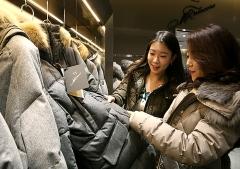 현대백화점, 겨울 상품 특가전… 이월 상품 최대 60% 할인