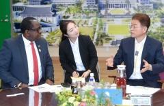 주한 잠비아 대사, 경북도 방문해 새마을운동 전수 요청