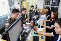 광주은행, 제31향토보병사단 장병들과  광주상생카드 판매 활동