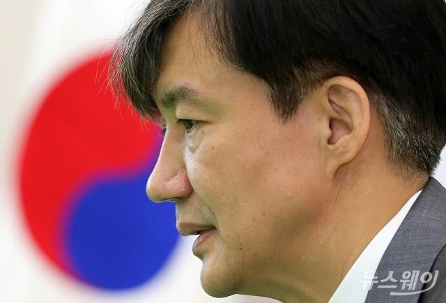 """靑 """"조국, 13일 당정청 회의 직후 사퇴의사 전달"""""""
