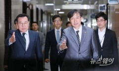 민주평화당 향하는 조국 법무부 장관