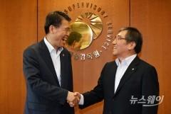 첫 정례 독대 은성수-윤석헌, '원팀' 강조했지만…