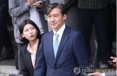 """조국 법무장관, 전격 사의 표명…""""검찰개혁 역할은 여기까지""""(상보)"""