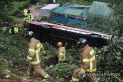 경부고속도로 동대구분기점서 시외버스 추락…1명 사망