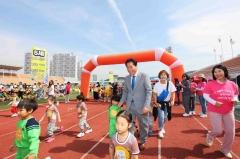 백군기 용인시장, 어린이 마라톤대회 참가자 격려