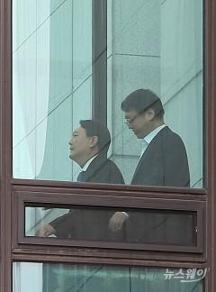 구내식당으로 이동하는 윤석열 검찰총장