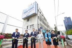 IBK기업은행, 서울 염천교 수제화거리 45곳에 디자인 재능 기부