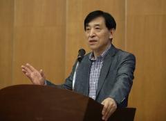 """이주열 총재 """"경제성장률 하향 조정 우려…디플레이션 징후는 없어"""""""