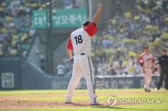 '로켓' LG 이동현 은퇴경기…19년 현역 생활 접었다