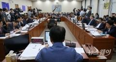 상임위별 중간 점검…조국 정쟁에 감시·비판 멈춰