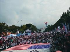서초동서 '검찰개혁' 촛불집회 vs '조국규탄' 맞불집회