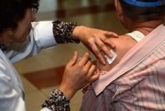 독감 유행…예방 접종은 한 번만 하면 된다?