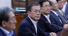 """문 대통령 """"검찰개혁, 중요한 국정 과제…曺-尹 환상조합 꿈꿨다"""""""