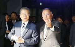 삼성 디스플레이-현대 수소차…文, 미래산업 위해 대기업과 '맞손'