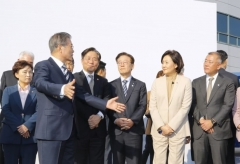 """문 대통령 """"미래차로 4차 산업혁명 시대 선도하겠다""""(종합)"""
