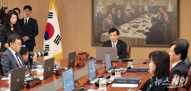 [NW포토]금통위 주재하는 이주열 한국은행 총재