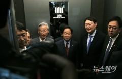 오전 국감 마치고 함께 이동하는 여상규-윤석열-송기헌-주광덕