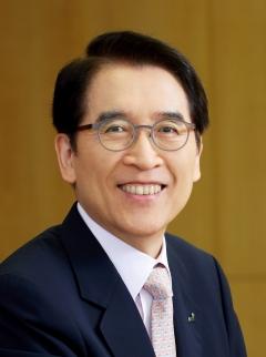 신창재 교보생명 회장, 작년 연봉 7억9100만원