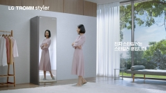 """LG전자, 트롬 스타일러 새 광고…""""먼지 제대로 턴다"""""""