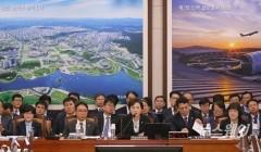 질의에 답하는 김현미 국토교통부 장관