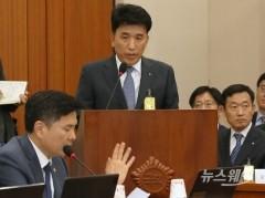 질의에 답하는 함영주 KEB하나금융그룹 부회장