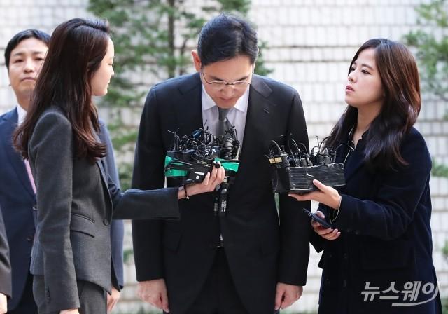 """[NW포토]고개숙인 이재용 부회장……""""심려 끼쳐 송구"""""""