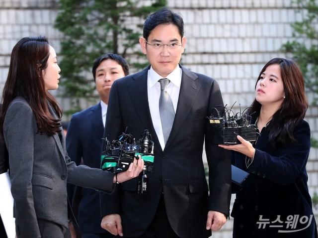 [NW포토]법원 출석하는 이재용 부회장