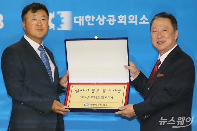 [NW포토]'2019 일하기 좋은 중소기업'선정된 김대영 슈피겐코리아 대표