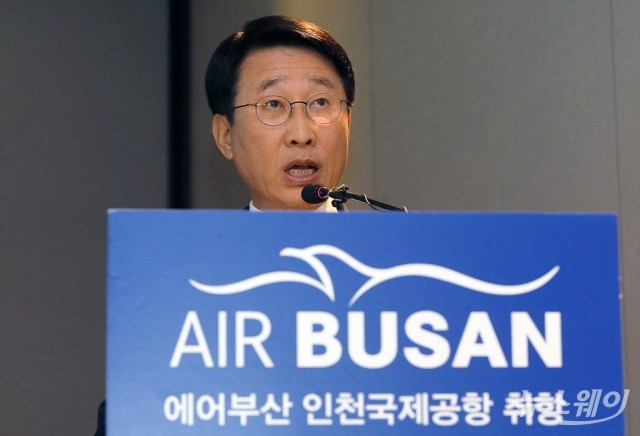 [NW포토]에어버스 'A321네오' 항공기 도입 발표하는 한태근 에어부산 대표