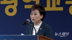 """김현미 """"분양가 상한제 회피하려는 단지 무조건 지정""""(상보)"""