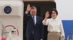 文 대통령, 태국 아세안 정상회의 참석차 출국…아베 총리와 조우 주목