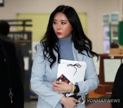 """'후원금 사기 의혹' 윤지오, 인터폴 적색수배…""""내게는 해당 안 돼"""" 억울함 호소"""