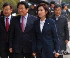 나경원 원내대표, '패스트트랙 충돌' 고소·고발된 한국당 의원 60명 중 첫 출석