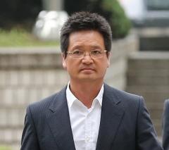 '별장 성접대 의혹' 윤중천, 1심서 징역 5년6개월형