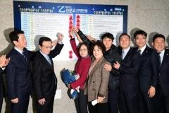 서울시의회 더불어민주당 민생실천위, '상생 꽃 달기 행사' 개최