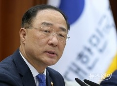 홍남기-성윤모, 총선 출마설 일축에도 차출론 재부상