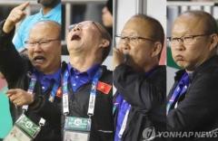 '박항서 매직' 베트남 축구 대표팀, 올림픽 출전 위한 여정 시작