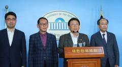 """한국당 당직자 35명 사퇴 선언…""""새롭게 구축할 것"""""""