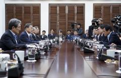 """문 대통령 """"신남방정책, 외교·무역 다변화 의미 크다"""""""