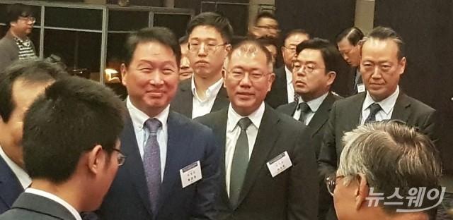中투자에 최태원·정의선 '묵묵부답'