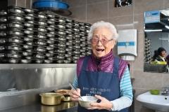 'LG 의인상'에 정희일 할머니…33년째 무료급식소 봉사