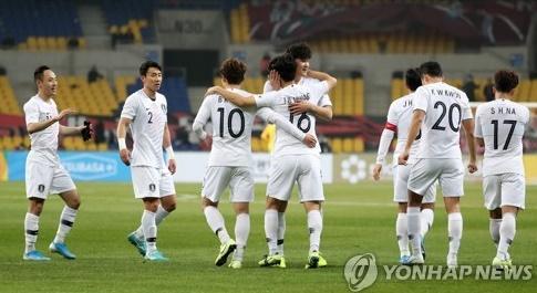 한국, 황인범·나상호 골…홍콩에 2-0 승