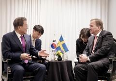 문 대통령, 스웨덴 총리와 정상회담…양국 발전 협력 논의