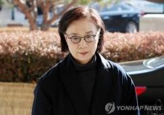"""'한진家' 이명희 경비원·운전기사 """"욕·폭행 없었다"""" 증언"""