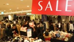백화점 올 첫 세일 마지막 주말…아우터·모피 등 할인 판매