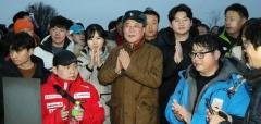문 대통령, '2019년 의인들'과 아차산서 새해맞이