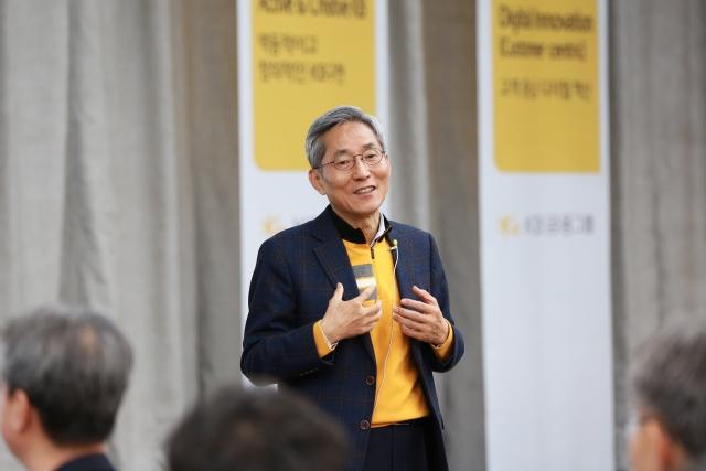 윤종규 KB금융 회장, 지난해 보수 15억5900만원 수령