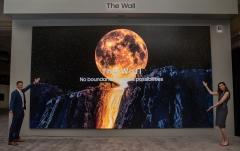 벽에 붙이는 TV 나온다…삼성·LG 혁신 경쟁 가속